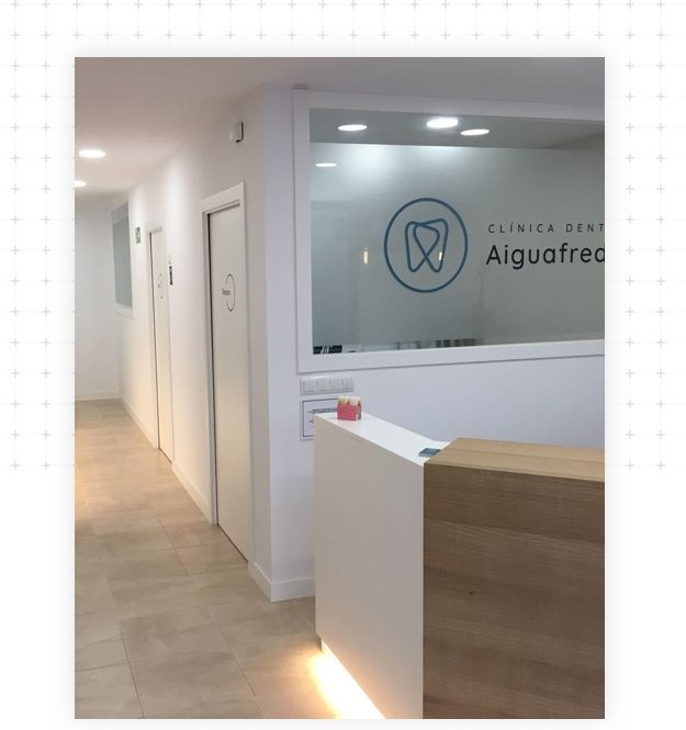 clinica-dental-aiguafreda-entrada